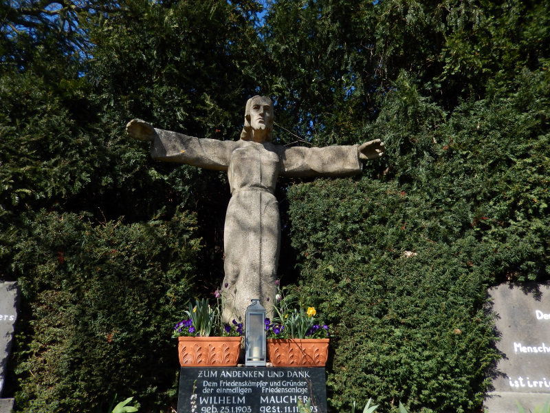 Segnende Christusstatue auf dem Friedensweg Alfter