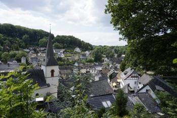 Blick von der Burgterrasse auf den Ort
